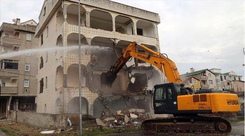 Büyükçekmece'de Risk Taşıyan 4 Bina Yıkıldı