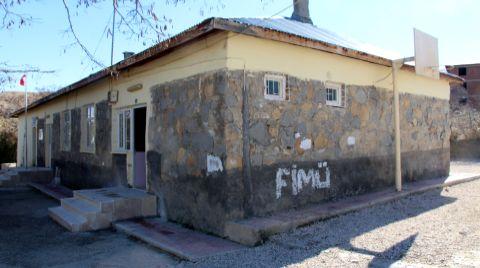 Kızılay, Elazığ'daki Köy Okullarını Onarıyor