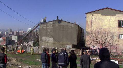 Avcılar'da İki Binanın Çatı Katı Yandı