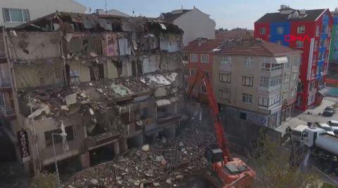 Silivri'de 45 Yıllık Bina Kentsel Dönüşüm Kapsamında Yıkıldı