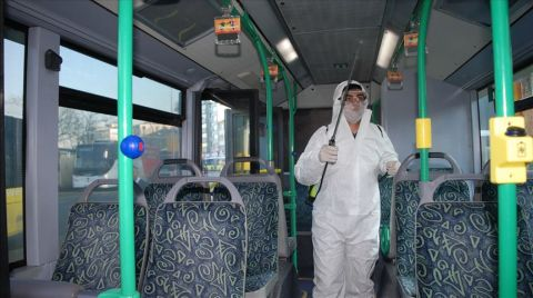 İstanbul'da Toplu Taşıma Araçları Dezenfekte Ediliyor