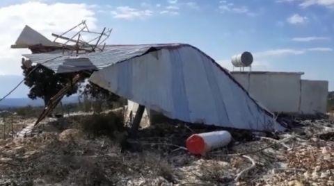 Mersin'de Fırtına Cami Çatısını Uçurdu