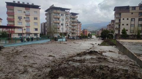 Osmaniye'de Dere Taştı, Mahalleyi Su Bastı