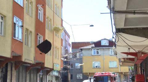 Esenler'de Rüzgarda Uçan Çatı Karşı Apartmana Girdi