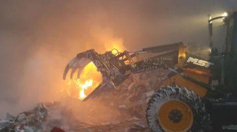 Zeytinburnu'nda Atık Kâğıt Geri Dönüşüm Atölyesinde Yangın