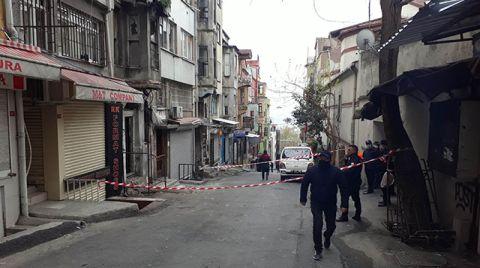 Fatih'te Metruk Binada Kısmi Çökme