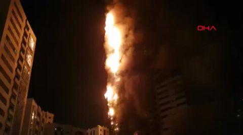 BAE'de Gökdelende Yangın