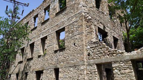 Tarihi Yapı Harabeye Döndü
