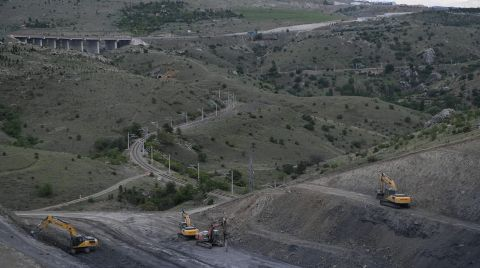 Bakan Karaismailoğlu YHT Şantiyesinde İncelemelerde Bulundu