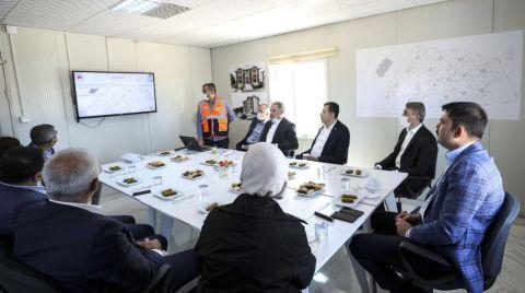 Bakan Kurum, Depremzedeler için Yapılan Konutları İnceledi