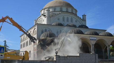 Depremde Minaresi Yıkılan Caminin Yıkımına Başlandı
