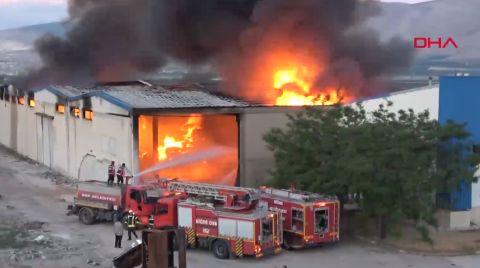 Depo Yangını 4 Saatte Söndürüldü