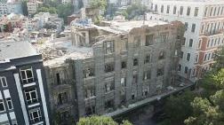 Beyoğlu'nda Tarihi Binanın Duvarı Çöktü