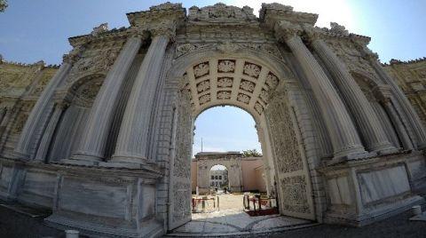 Dolmabahçe Sarayı'nın Çatısındaki Kurşun Levhalar Restore Ediliyor