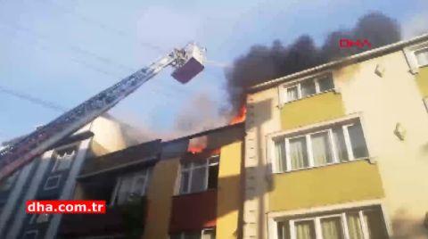 Sultangazi'de 3 Binanın Çatısı Yandı