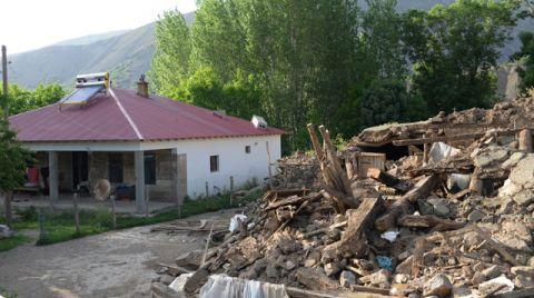 Bingöl'de Sadece Taştan Yapılar Yıkıldı