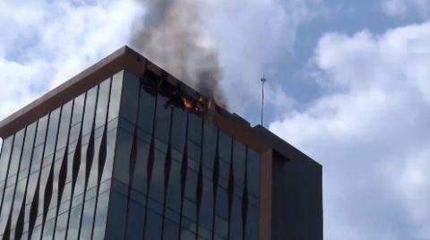 Kadıköy'de İş Merkezinin Çatısında Yangın