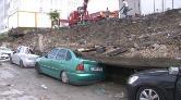 Esenyurt'ta İstinat Duvarı Araçların Üzerine Devrildi