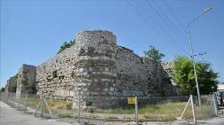 Çorum Kalesi'ndeki Metruk Yapıların Yıkımına Başlandı