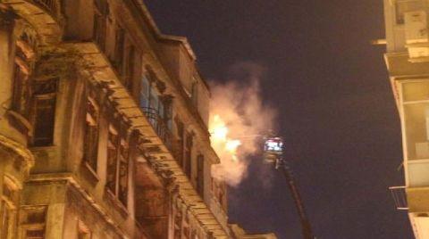 Şişli'de 3 Binanın Çatısı Yandı