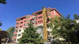 Büyükçekmece'de 8 Katlı Riskli Bina Yıkıldı