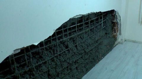 İnşaata Dökülen Beton, Bitişik Binanın Duvarını Yıktı