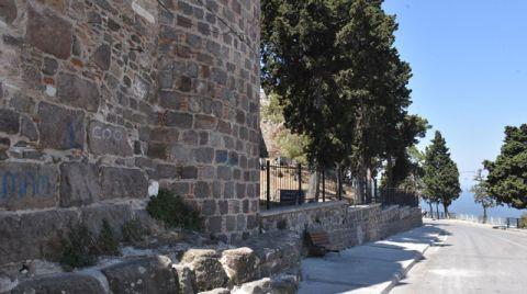 Kadifekale'nin Surları Yazı Tahtasına Döndü
