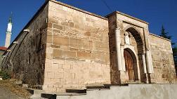 700 Yıllık Kervansarayda Restorasyona Suç Duyurusu