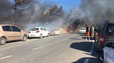 İzmir'de Otluk Alandaki Yangın Araçlara Sıçradı