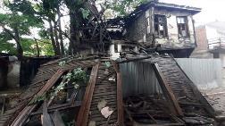 Edirne'de Sağanak Nedeniyle Tarihi Ahşap Bina Çöktü