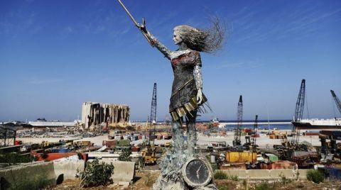 Beyrut Limanı'na Patlamanın Anısına Heykel Dikildi