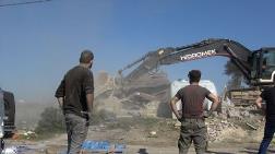 Arnavutköy'de Kaçak Yapıların Yıkımı Devam Ediyor