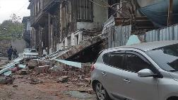Fatih'te Metruk Binanın Duvarı Çöktü