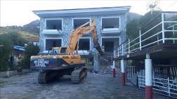 Marmaris'te İmara Aykırı Binaların Yıkımına Devam Ediliyor