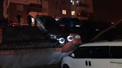 İzmir'de Çöken İstinat Duvarı 29 Araca Zarar Verdi
