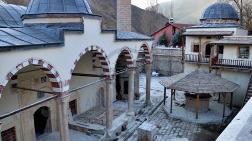 Tarihi Camide Sıvayla Kapatılan Motifler Gün Yüzüne Çıkarıldı