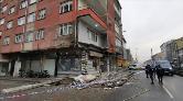 Sultangazi'de Bir Binanın Balkonu Çöktü