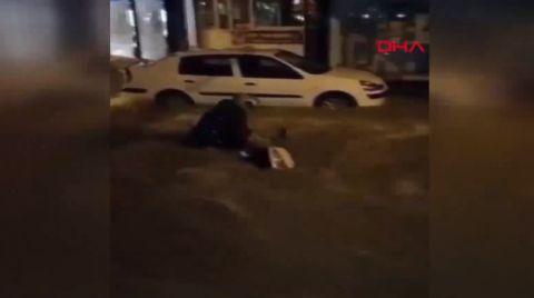 İzmir'de Sağanak Taşkınlara Neden Oldu