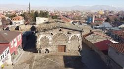 2 Asırlık Ermeni Kilisesi Restorasyon Bekliyor