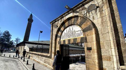 Ulu Cami Minaresindeki Eğilme Durdu