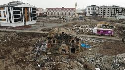 Tarihi Kilise Kentsel Dönüşümün Ortasında Kaldı