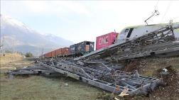 Adana'da Aynı İstikametteki İki Yük Treni Çarpıştı