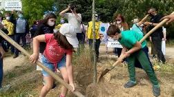Validebağ Korusu'na Sahip Çıkan Çocuklar Ağaç Dikti