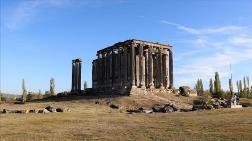 Aizanoi'de Zeus Tapınağı'nın Kutsal Alan Giriş Yapısı Bulundu