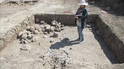 Tozkoparan Höyüğü'ndeki Kazılarda Çocuk İskeleti Bulundu