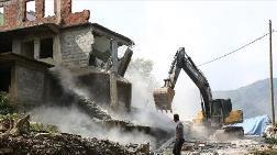Rize'de Riskli Binaların Yıkımına Başlandı
