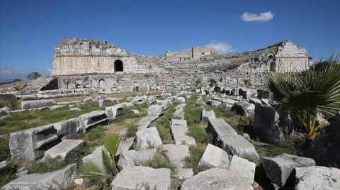 Miletos'ta 2 Bin 400 Yıllık İki Eve Ulaşıldı