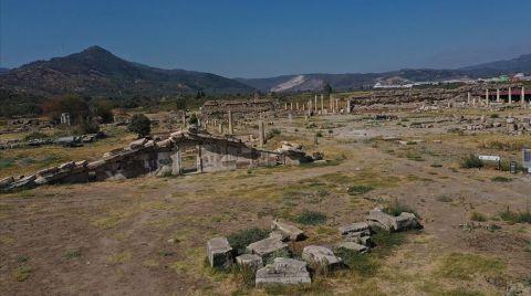 Magnesia'da Zeus Tapınağı'nın Giriş Kapısına Ulaşıldı
