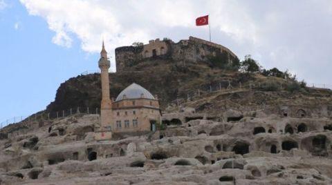 """""""Nevşehir Kalesi Korunmalıdır"""""""