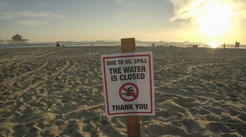 ABD'de Petrol Sızıntısı Nedeniyle Güney California Sahilleri Kapatıldı